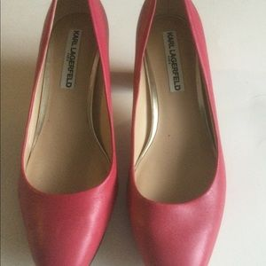 Karl Lagerfeld leather pumps.